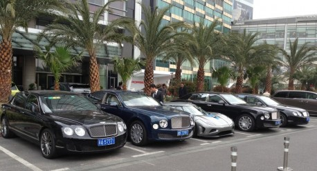 Koenigsegg Agera R outflanked by Bentley in China