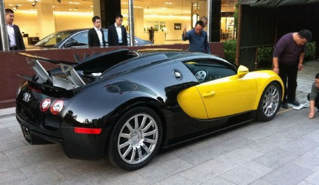 Bugatti Veyron is Yellow in China
