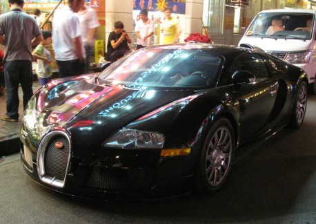 Buggati Veyron is Black in a Shanghai Night