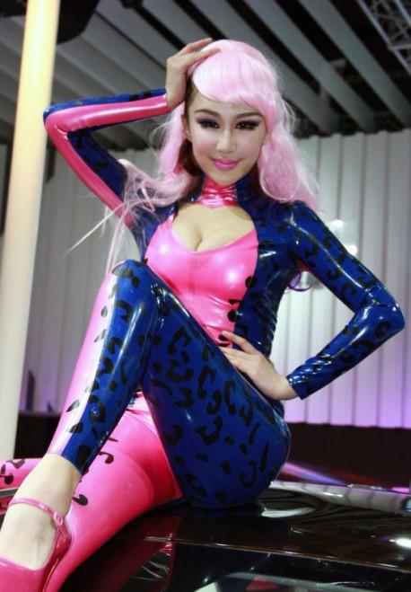 catwoman-china-car-girl-shanghai-4