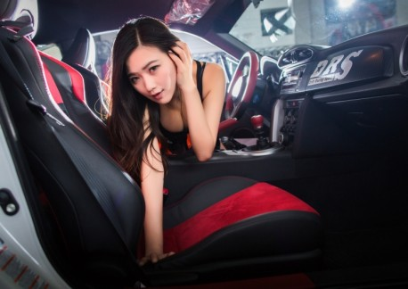 china-car-girl-toyota-86-2