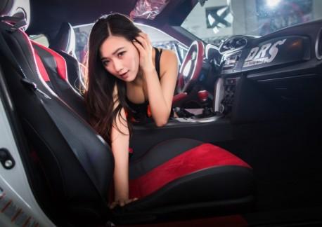 china-car-girl-toyota-86-2