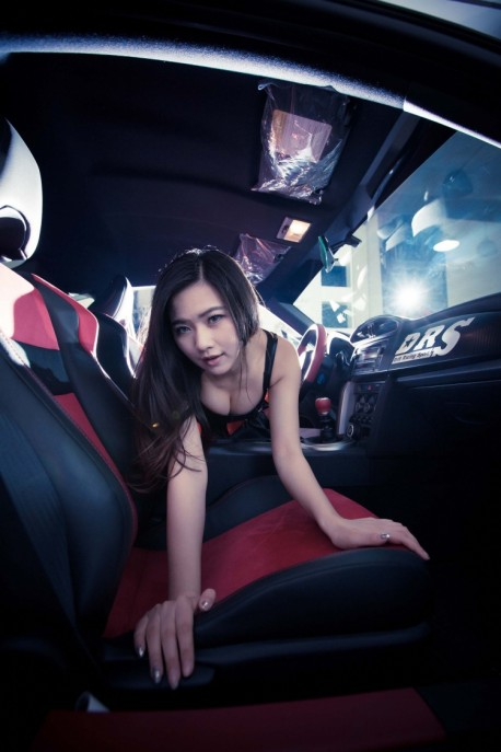 china-car-girl-toyota-86-4