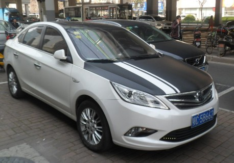 Chang'an Eado sedan is black & white in China