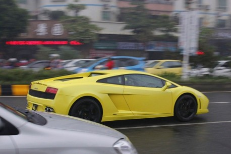 Lamborghini Gallardo is Yellow in China