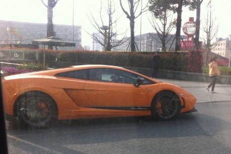 Lamborghini Gallardo Superleggera is Orange in China