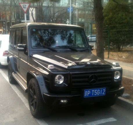 Mercedes-Benz G55 AMG is black with a tiny Bit of Pink in China