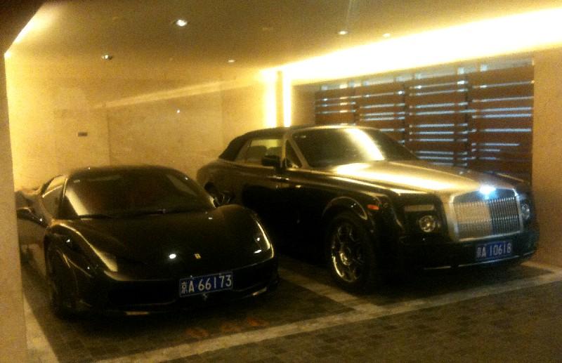 Ferrari 458 Italia & Rolls Royce Phantom Drophead Coupe are Black Together in China