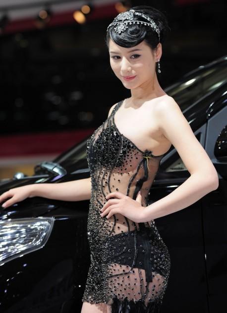 shanghai-china-car-babes-2-4