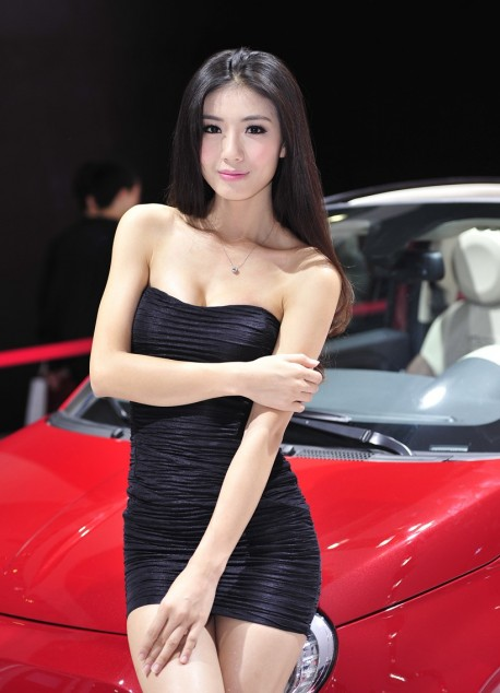 The babes at the Shanghai Auto Show - Part 1