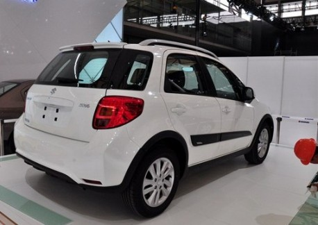 Facelifted Suzuki SX4 shows up early at Shanghai Auto Show