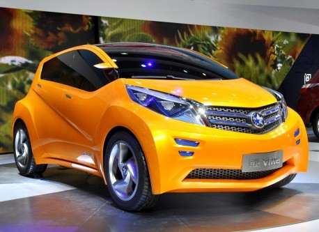 Dongfeng-Nissan Venucia Viwa concept debuts on the Shanghai Auto Show