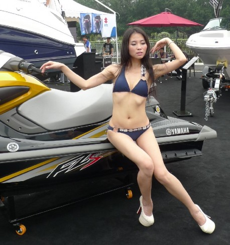 Salesgirl can't find the Saddle of a Japanese jet ski in China