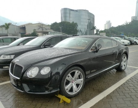 Bentley Continental GT is Black in the Rain in China