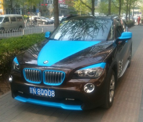 BMW X1 is brown & blue in China