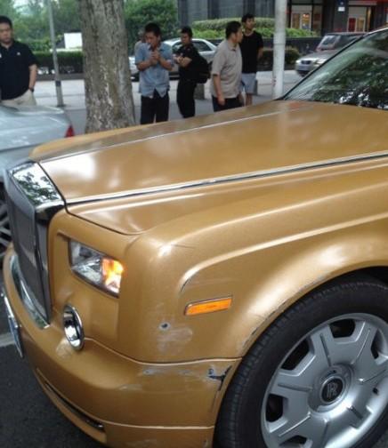 Brown Rolls-Royce Phantom hits Peugeot 307 in China