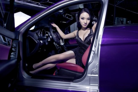 chinese-babe-benz-c63-3