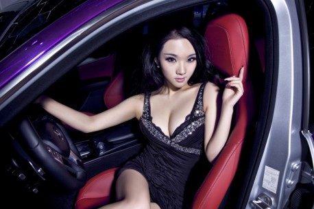 chinese-babe-benz-c63-4