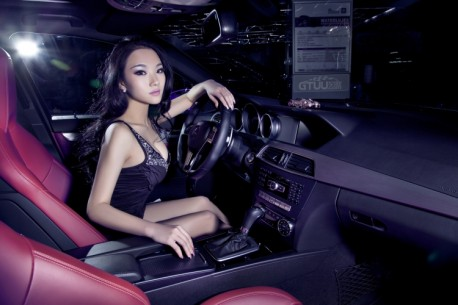 chinese-babe-benz-c63-5