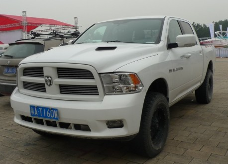 Dodge Ram 1500 pickup truck is matte white in China