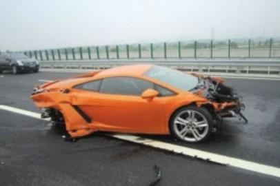 Journalist crashes new Lamborghini Gallardo in China