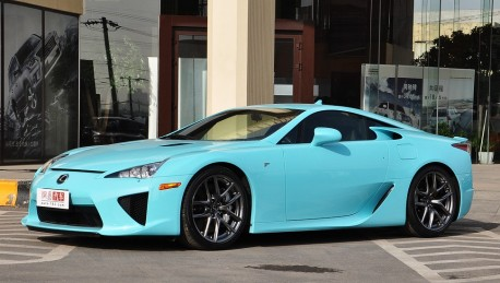 Lexus LFA is baby blue in China