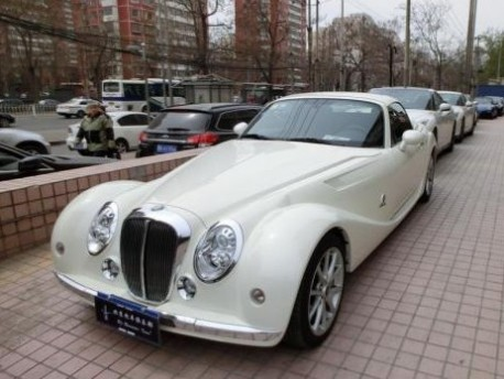 Spotted in China: Mitsuoka Himiko in White with some Nissan GT-R's