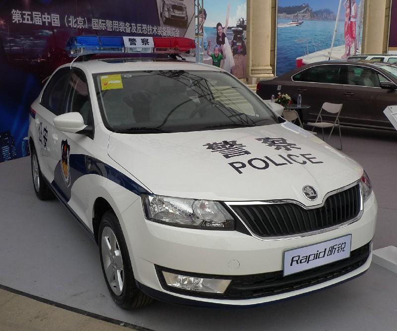 Skoda au service de la police - Page 2 Skoda-rapid-police-china-1
