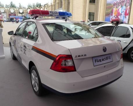Skoda au service de la police - Page 2 Skoda-rapid-police-china-4-458x364