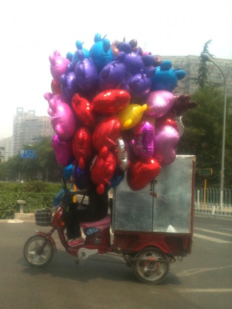 Transporting helium filled balloons, the Chinese Way