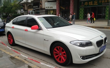 BMW 5Li is white with a bit of Pink in China