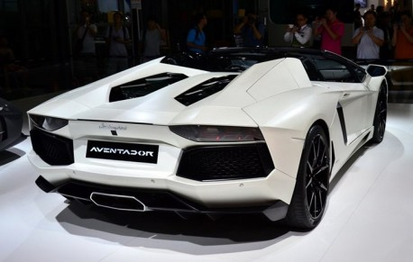 Lamborghini Aventador Roadster will hit the Chinese car market in February 2014