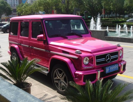 Mercedes-Benz G55 AMG is shiny Pink in China