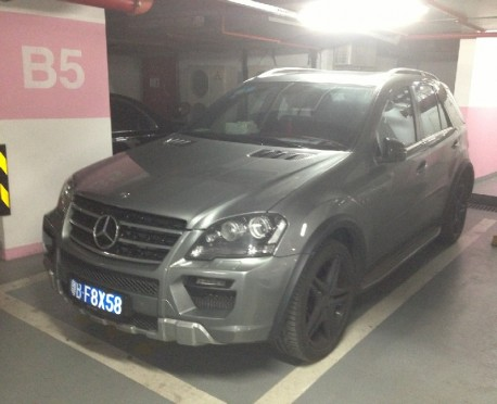 Mercedes-Benz ML63 AMG is matte gray in China