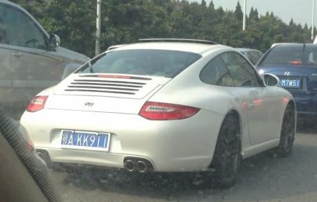 White Porsche 911 has a License in China