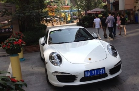 Porsche 911 has a License in China