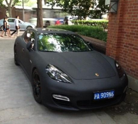Porsche Panamera is matte black in China