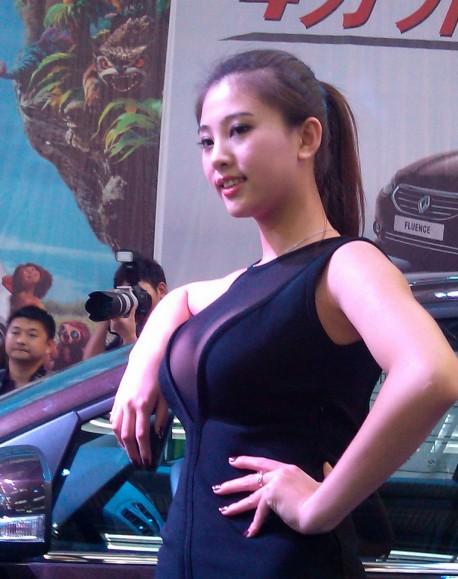 pretty-chinese-girl-show-china-4