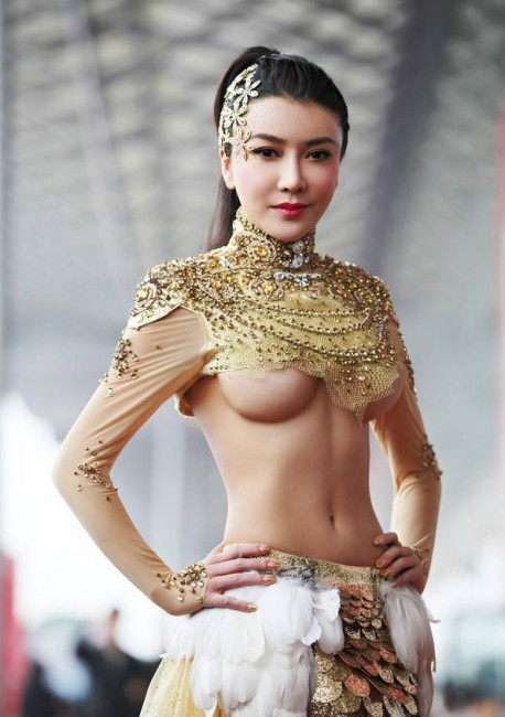 sexy-car-model-china-1