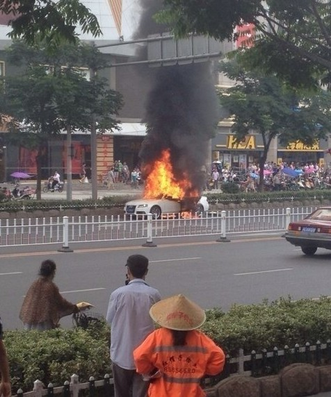 Sporty Audi burns in China
