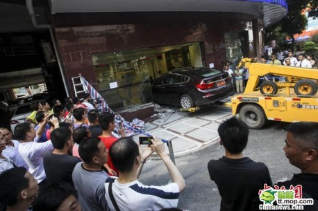 bmw-crash-woman-china-2