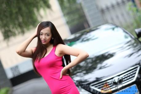 china-girl-pink-toyota-4