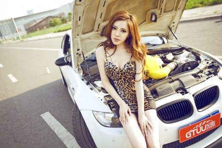 china-redhead-bmw-girl-2