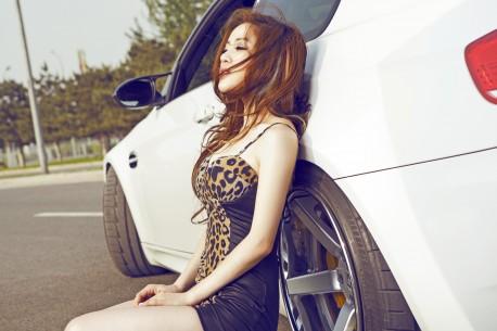 china-redhead-bmw-girl-5