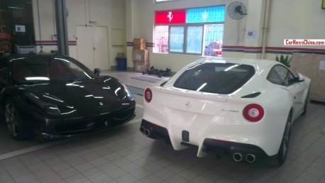 Ferrari F12berlinetta meets Ferrari 458 Italia in Shenzhen, China