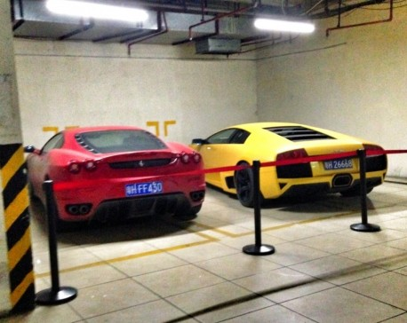 Spotted in China: Ferrari F430 in red & Lamborghini Murcielago in yellow