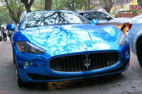 Maserati GranCabrio is shiny blue in China