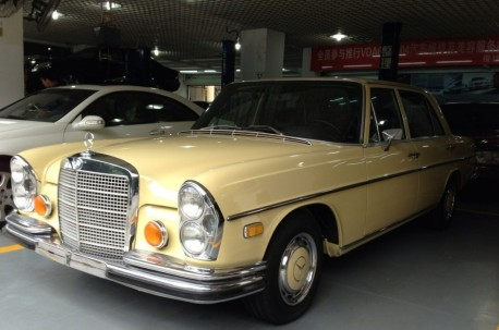 Spotted in China: Mercedes-Benz W109 280 SEL