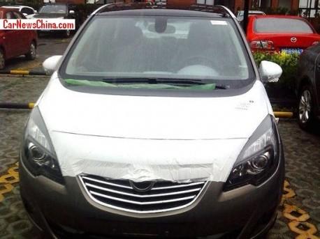 Spy Shots: Opel Meriva testing in China
