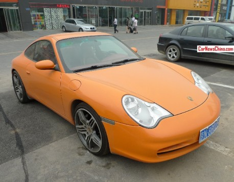 Porsche 911 Carrera 4 is matte orange in China